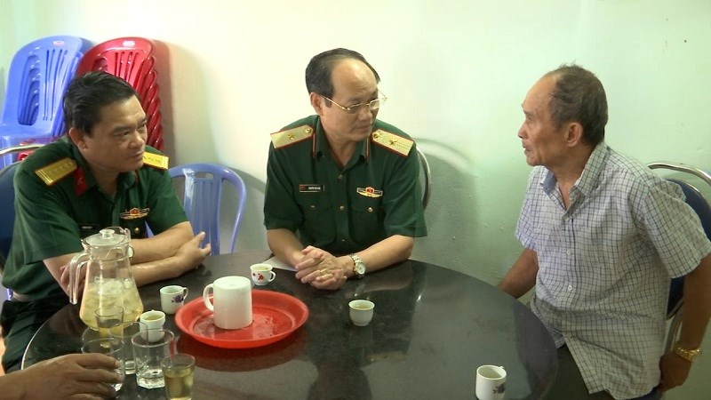 Bộ Tư Lệnh Quan Khu 7 Thăm Tặng Qua Người Co Cong Với Cach Mạng Tại Huyện Con đảo Tỉnh Ba Rịa Vũng Tau