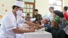 Bệnh viện Quân y 110/Cục Hậu cần Quân khu 1 khám bệnh, cấp thuốc miễn phí, tặng quà các đối tượng chính sách trên địa bàn xã Vân An, huyện Hà Quảng, tỉnh Cao Bằng