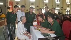 Bộ CHQS tỉnh Hà Nam khám bệnh, cấp thuốc miễn phí và tặng quà đối tượng chính sách trên địa bàn huyện Kim Bảng