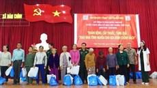 Bệnh viện Quân y 175 khám bệnh, cấp thuốc miễn phí, tặng quà, trao kinh phí hỗ trợ xây dựng nhà tình nghĩa tặng gia đình chính sách trên địa bàn tỉnh Bình Thuận