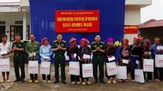 Bệnh viện Quân y 109/Cục Hậu cần Quân khu 2 khám bệnh, cấp thuốc miễn phí và tặng quà các đối tượng chính sách tại huyện Mường Tè, tỉnh Lai Châu