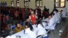 Bệnh viện Quân y 103, Báo Quân đội nhân dân tổ chức chương trình khám bệnh, cấp thuốc miễn phí, tặng quà đối tượng chính sách, người có công với cách mạng tại huyện Khoái Châu, tỉnh Hưng Yên