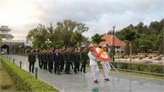 Bộ Tư lệnh Quân khu 2 dâng hương tưởng niệm các anh hùng liệt sĩ và tặng quà các Bà mẹ Việt Nam anh hùng tại tỉnh Điện Biên và tỉnh Yên Bái