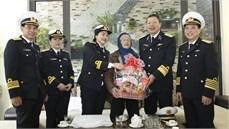 Bộ Tư lệnh Hải quân thăm, tặng quà gia đình chính sách tại thành phố Hải Phòng