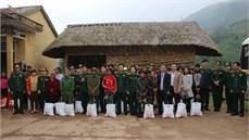 Bộ CHQS tỉnh Quảng Trị thăm, tặng quà các Bà mẹ Việt Nam anh hùng và gia đình chính sách