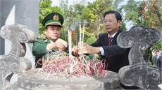 Bộ Tư lệnh Bộ đội Biên phòng dâng hương, dâng hoa kính viếng các anh hùng liệt sĩ tại Đài tưởng niệm các anh hùng liệt sĩ Pò Hèn