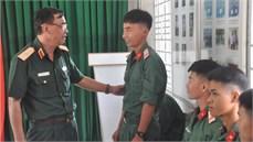 Bộ Tư lệnh Quân khu 7 thăm, tặng quà Đội K70/Cục Chính trị Quân khu 7 và Đội K73/Bộ CHQS tỉnh Long An trước khi lên đường thực hiện nhiệm vụ tìm kiếm, quy tập hài cốt liệt sĩ tại Campuchia
