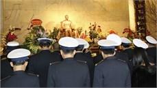 Đoàn công tác Quân chủng Hải quân dâng hương, dâng hoa tưởng niệm Chủ tịch Hồ Chí Minh, Đại tướng Võ Nguyên Giáp và các anh hùng liệt sĩ tại tỉnh Cao Bằng