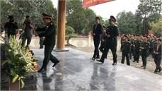 Tổng cục Chính trị QĐND Việt Nam tổ chức Lễ dâng hương, dâng hoa tại Bia lưu niệm Công đoàn sản xuất vũ khí Việt Nam và tặng quà gia đình chính sách tỉnh Bắc Kạn