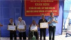 Viện Y học Phòng không - Không quân khám bệnh, cấp thuốc miễn phí và tặng quà đối tượng chính sách tại huyện Thanh Oai, thành phố Hà Nội