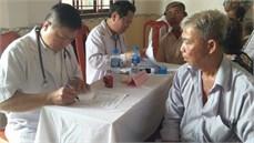 Bộ Tư lệnh Thành phố Hồ Chí Minh khám bệnh, cấp thuốc miễn phí và tặng quà đối tượng chính sách tại xã Long Thuận, huyện Thủ Thừa, tỉnh Long An