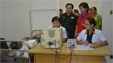Bộ CHQS tỉnh Hòa Bình khám bệnh, cấp thuốc miễn phí cho các đối tượng chính sách trên địa bàn xã Quý Hòa, huyện Lạc Sơn, tỉnh Hòa Bình