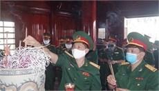 Bộ CHQS tỉnh Hà Tĩnh dâng hương tưởng niệm Chủ tịch Hồ Chí Minh và các anh hùng liệt sĩ