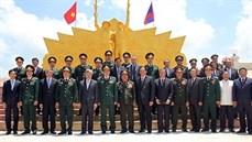 """Khánh thành tượng đài """"Tình đoàn kết liên minh chiến đấu Việt Nam - Lào"""" tại huyện Pặc Soòng, tỉnh Chăm Pa Sắc, nước Cộng hòa dân chủ nhân dân Lào"""