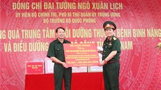 Đại tướng Ngô Xuân Lịch thăm, tặng quà thương binh, gia đình chính sách tỉnh Hà Nam