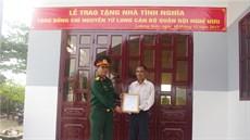 Bộ Chỉ huy quân sự tỉnh Ninh Thuận trao tặng nhà tình nghĩa  và tặng quà gia đình chính sách trên địa bàn đóng quân