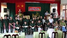 Hải đoàn 129 Hải quân tổ chức thăm, tặng quà tại Trung tâm điều dưỡng thương binh và người có công Long Đất