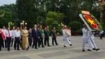 Chủ tịch nước Trần Đại Quang dâng hương tưởng nhớ các anh hùng liệt sĩ và thăm hỏi, tặng quà gia đình chính sách tại huyện Củ Chi, Thành phố Hồ Chí ...