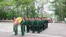 Đoàn cán bộ Ban Quản lý Lăng Chủ tịch Hồ Chí Minh viếng Nghĩa trang liệt sĩ Vị Xuyên