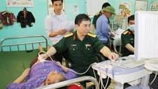 Viện Y học cổ truyền Quân đội và Bộ Chỉ huy BĐBP tỉnh Lạng Sơn khám bệnh, cấp thuốc miễn phí, tặng quà gia đình chính sách tại huyện Cao Lộc, tỉnh Lạng Sơn