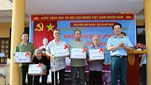 Viện Y học Phòng không - Không quân khám bệnh, cấp thuốc miễn phí và tặng quà đối tượng chính sách tại một số địa phương trên địa bàn thành phố Hà Nội