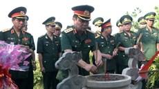 Đoàn công tác Bộ Quốc phòng dâng hương viếng mộ Đại tướng Võ Nguyên Giáp và thăm hỏi, tặng quà gia đình chính sách tại tỉnh Quảng Bình