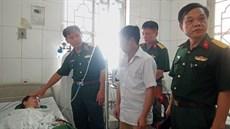 Đoàn Công tác Cục Chính trị/Quân khu 2 thăm hỏi, tặng quà các chiến sĩ đang điều trị tại Bệnh viện Quân y 109